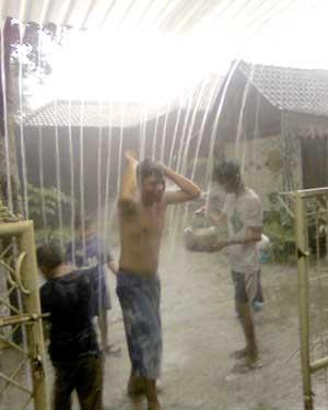 mandi-hujan-162